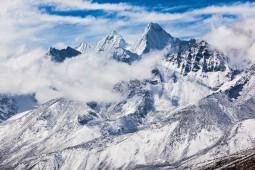 Salju Gunung Everest Meleleh, Ribuan Kilo Tinja Ditemukan