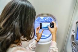 Larangan Foto di Pesawat yang Jadi Perdebatan