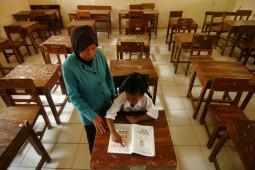 Berkejaran Waktu Hadapi Puncak Guru Pensiun