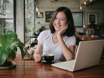 Harmoni Nongkrong di Kafe: Lepas Penat, Tugas, dan Wifi