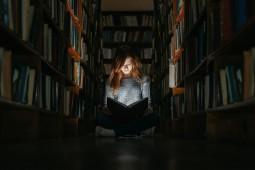 Bibliomania dan Kisah tentang Kecanduan Koleksi Buku
