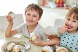 Agar Tak Keracunan, Ini Tips Memilih Jajanan Sehat bagi Anak