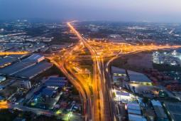 Kebiasaan Orang Indonesia saat Memacu Mobil di Tol
