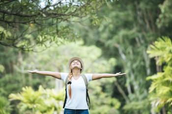 Dekat dengan alam saat travelling akan membuat jauh dari depresi (freepik)
