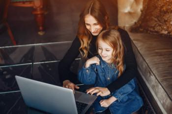 Kekerasan Seksual Berbasis Online Kian Marak, Yuk Batasi Anak Gunakan Internet