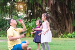 Jumlah Anak Ideal? Suami Ingin Lebih Banyak Anak