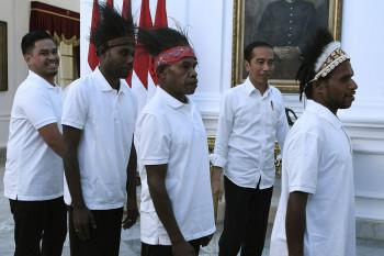 Menakar Janji Jokowi soal 1.000 Sarjana Papua Kerja di BUMN