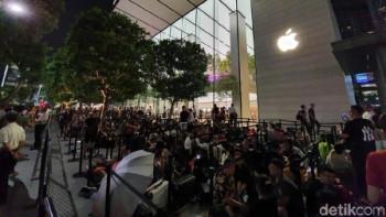 Rela Menginap demi iPhone Terbaru, Fenomena Apa?