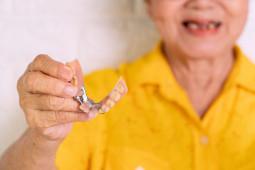 Ketika RUU KUHP Mengancam Eksistensi Tukang Gigi