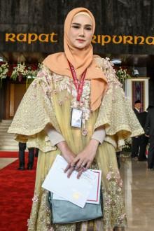 Mulan Jameela saat dilantik jadi anggota DPR, Selasa (1/10/2019). (JIBI/Antara)