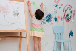 Alasan Kenapa Anak Lebih Suka Coret-Coret Dinding