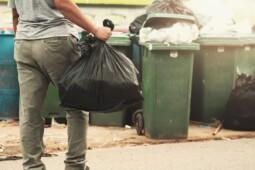 Ironi Tiap Penduduk Indonesia Hasilkan 698 Kg Sampah Plastik