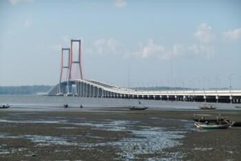 Jembatan Suramadu (wikipedia)