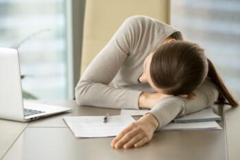Tidur Siang Bikin 2 PNS Adu Jotos, Ini Cara Mengusir Kantuk Saat di Kantor