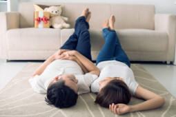 Hukum Mencium Istri Saat Puasa Ramadan, Boleh Enggak Ya?