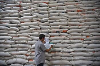 20.000 Ton Beras bakal Dibuang, Bisa untuk Makan Sekabupaten Setahun