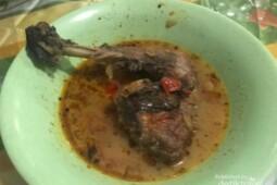 Kuliner Banyuwangi: Ayam Pedas Berkuah sampai Nasi Bungkus