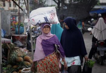 Kisah Inspiratif: Anak Pedagang Sayur Kuliah S2 di AS Sekaligus Jadi Imam Masjid