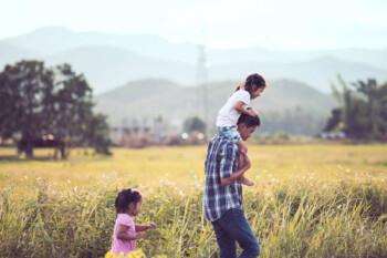 Penyebab Pasangan di Desa Ingin Punya Anak Lebih Banyak Dibandingkan di Kota
