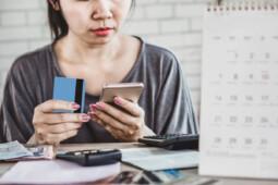 Tips Aman Ajukan Pinjaman Online Versi OJK