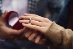 Timpang, Perempuan Muda Banyak yang Sudah Nikah & Mayoritas Laki-Laki Single