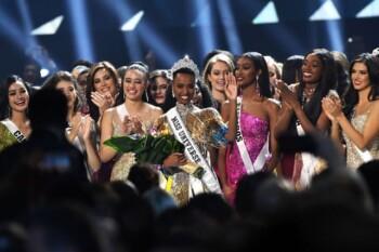 Zozibini Tunzi Bukan Miss Universe Berkulit Hitam Pertama Dunia