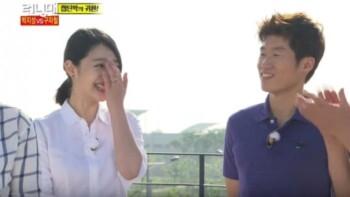 Sulli dan Park Ji Sung saat menjadi bintang tamu Running Man. (Istimewa)