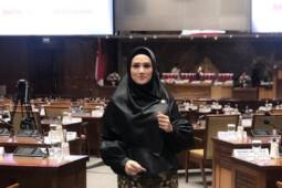 "Kontroversi Mulan Jameela: Kacamata ""Gucci"", SD 3 Tahun, sampai Hak Imunitas"