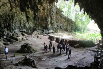 Jejak Manusia Kerdil di Gua Liang Bua