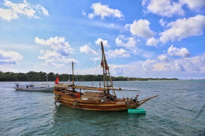Kapal padewakang berlayar