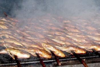 Rahasia Kelezatan Ikan Mujair Asap Sidoarjo