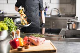 Bahaya di Balik Kebiasaan Memanasi Ulang Sisa Makanan