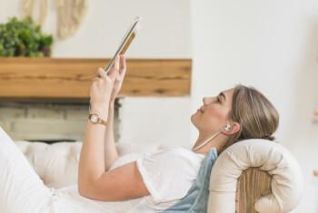 Bisa Fatal, Ini Bahaya di Balik Penggunaan Earphone Berlebihan
