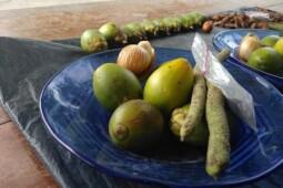 Disebut Berpotensi Sebarkan Corona, Begini Tradisi Makan Sirih Pinang Papua
