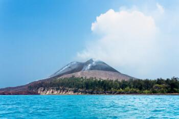 Misteri Suara Dentuman dan Sejarah Letusan Gunung Anak Krakatau