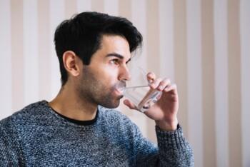 Memetik Khasiat Berbuka Puasa dengan Air Putih Hangat