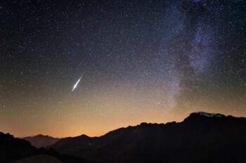 Dari Supermoon Hingga Hujan Meteor, Ini 6 Fenomena Langit di Bulan April