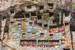 Melihat 5 Tradisi Pemakaman Tak Biasa di Berbagai Negara