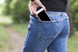 Bisa Sebabkan Kanker Hingga Mandul, Jangan Taruh Handphone di 6 Tempat Ini