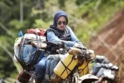 Mengenal Indah Putri, Bupati Cantikyang Bagikan Sembako dengan Off Road