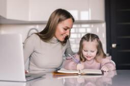 Orang Tua Tak Perlu Memaksakan Diri Jadi Guru dan Cara Mendidik Anak Berdasar Zodiak