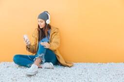 Tak Selamanya Buruk, Ini Manfaat Psikologis Mendengarkan Lagu Galau