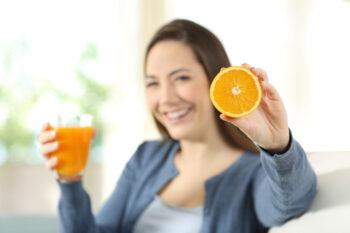 Mengonsumsi Vitamin C bagus untuk tubuh (ilustrasi/Freepik)