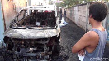 Mobil Via Vallen terbakar, Selasa (30/6/2020) (Detikcom)