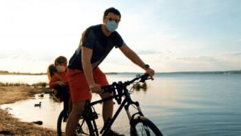 Saat new normal berolahraga harus menggunakan masker (ilustrasi/freepik)