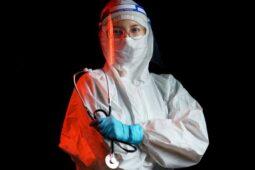 Tips Perawatan Kulit Saat Bekerja Pakai Masker dan APD