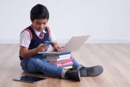 Mencegah Kecanduan Gadget pada Anak, Begini Cara Mudahnya!