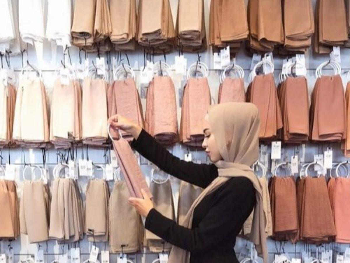 Bikin Wajah Cerah Memesona, 8 Warna Jilbab Ini Bisa Kalian Coba