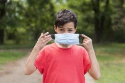 Tips Membujuk Anak Memakai Masker di Masa Pandemi