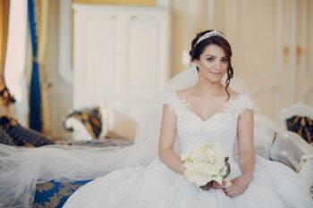 Berdandan Sendiri di Hari Pernikahan Ala 3 Beauty Vlogger Ini, Berani Coba?